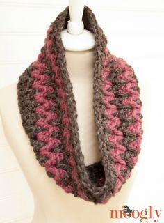 Stormy Weather Cowl - free #scarfie #crochet pattern on Moogly! Featuring @lionbrandyarn ♥