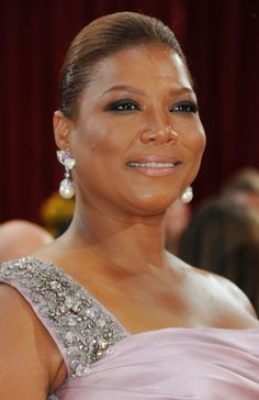Queen Latifah in diamonds, South Sea pearls and pink sapphires.  #jewelry #celebrity
