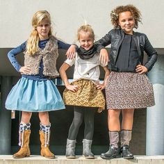 Stoere meiden - Pascalle in het spijkerrokje, Pleun bloemenrokje met zwart colletje, Paschan in het panterrokje - info@combineerhet.com