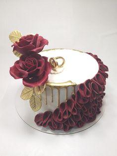 Red roses cake - cake by Ivaninislatkisi - CakesDecor Red Birthday Cakes, Birthday Cake For Mom, Beautiful Birthday Cakes, Elegant Birthday Cakes, Buttercream Cake, Fondant Cakes, Cupcake Cakes, Graduation Party Desserts, Cake Accessories