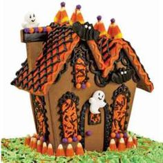 Ghostly Guest Gingerbread House - Gingerbread houses are just for Christmas anymore. This haunted manor would look great as a centerpiece on a buffet table or decorating the mantel all season long. Halloween Gingerbread House, Gingerbread House Kits, Halloween Haunted Houses, Gingerbread Man, Wilton Cake Decorating, Cake Decorating Tools, Cookie Decorating, Decorating Ideas, Holidays Halloween