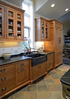 Apron sink : love the black with natural wood