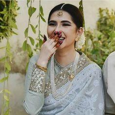 Best Trendy Outfits Part 27 Pakistani Outfits, Indian Outfits, Bridal Outfits, Bridal Dresses, Elegant Saree, Saree Look, Desi Wedding, Wedding Ideas, Indian Attire