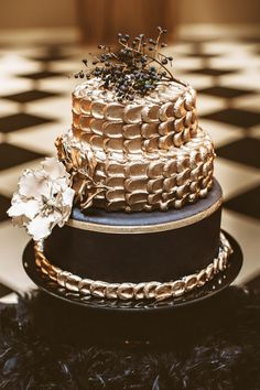 gold wedding cake, photo by Hazelwood Photo http://ruffledblog.com/black-and-gold-new-years-eve-wedding #cakes #weddingcake