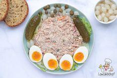 Deze heerlijke huzarensalade is koolhydraatarm, glutenvrij en keto proof! Een lekker en gezond alternatief voor een regulier slaatje. #koolhydraatarm #salade #keto