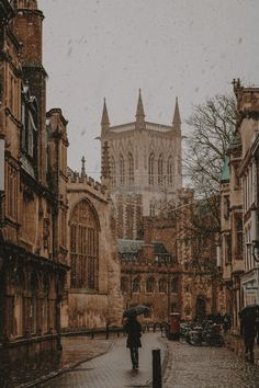Every time Daryl and I visit his parents in Haverhill in England, we try to squeeze in a trip to Cambridge. Not only am I enamored with the architecture and beautiful facades, but it's also a… City Aesthetic, Brown Aesthetic, Travel Aesthetic, Aesthetic Vintage, Aesthetic Light, Paradis Sombre, Ed Wallpaper, Foto Top, Slytherin Aesthetic
