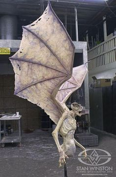 Creating Demons (and Angels) with puppetry and practical fx at Stan Winston Studio for Constantine. Go behind the scenes with the creature crew. Halloween 2015, Creepy Halloween, Outdoor Halloween, Halloween Projects, Diy Halloween Decorations, Holidays Halloween, Helloween Party, Manualidades Halloween, Creation Deco