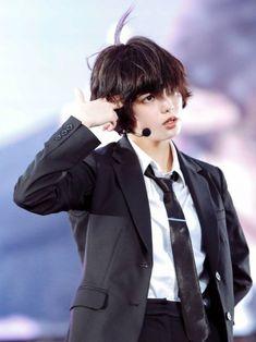 #平手友梨奈 #Yurina_Hirate #欅坂46 #Keyakizaka46 Kpop Short Hair, Photo Action, Starbucks, Action Poses, Tumblr, Girl Crushes, Short Hair Styles, Idol, Singer
