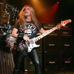 James Lomenzo (January 13, 1959) American guitarist, o.a. known from the bands Dio and Megadeth.