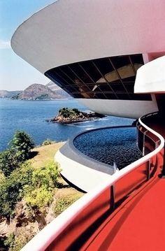 Un UFO a Rio, il Museo di Arte Contemporanea di Niemeyer • Architettura