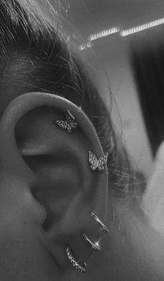 Bijoux Piercing Septum, Unique Ear Piercings, Cute Piercings, Piercing Tattoo, Cartilage Piercings, Tongue Piercings, Piercings On Ear, Smilie Piercing, Ear Piercings