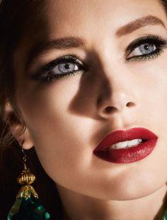 'Collection Extravaganza - Noël Doutzen Kroes for L'Oréal Paris, Christmas Doutzen Kroes, Paris France, L'oréal Paris, Beauty Tips Eyes, Beauty Hacks, Red Lip Makeup, Beauty Makeup, Fashion Photo, Fashion Beauty