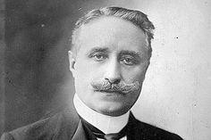 Dans la nuit du 23 au 24 mai 1920, le Président de la République Paul Deschanel tombe du train alors qu'il traverse le Loiret.