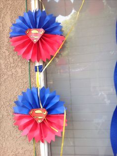 DIY superman decorations Superman Baby Shower, Marvel Baby Shower, Superhero Baby Shower, Superhero Party, Diy 60th Party Decorations, Superman Party Decorations, Superman Birthday Party, Wonder Woman Party, Reception