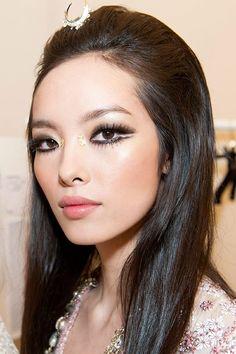 chic eye makeup to make eyes look bigger