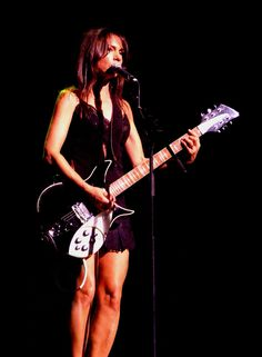 Does anybody remember Susanna Lee Hoffs? Born on January Suana Hoffs was lead singer and guitar player for the all girls band th. Female Guitarist, Female Singers, Susanna Hoffs, Michael Steele, Signature Guitar, Sheryl Crow, Music Items, Rocker Chick, Guitar Girl