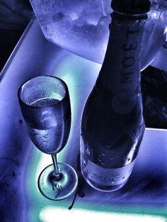 Lissone / Noir MOËT & CHANDON Moët Chandon, Rubber Rain Boots, Life Is Good, Shoes, Fashion, Black People, Moda, Zapatos, Shoes Outlet