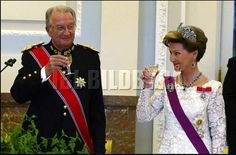2003 King Albert II of Belgium & Queen Sonja of Norway share a toast