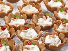 Piparkakkukupit vuohenjuustotäytteellä   Bunge Mini Cupcakes, Pie, Baking, Desserts, Christmas, Recipes, Food, Torte, Tailgate Desserts