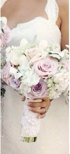 Gelin buketi!! İşte bunu çok sevdim- gelinlik- pastel- soft çiçekler- düğün - bride- bridal- bouquete- floral- flower- wedding dress