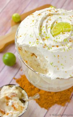 Key Lime pie in the form of a delicious trifle filled with angel food cake key lime & whipped cream a must make. Trifle Desserts, Köstliche Desserts, Delicious Desserts, Dessert Recipes, Dessert Trifles, Chef Recipes, Key Lime Trifle Recipes, Plated Desserts, Lemon Trifle