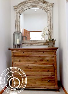 Decora tu espacio Atelier Central.  #espejo #comoda #orquidea #lampara #decoracion #inteorir