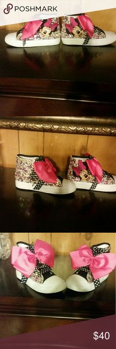 Minnie mouse rhinestone shoe's Custom made minnie mouse converse shoes. Shoes have black and white shoelaces with a black, white, and pink bow in tge front of tge shoe's. Theses shoe's can be made and sold separate are with  a complete tutu outfit.  Shoe's can be made in your choice of characters and your color choice for tge rhinestones. Shoe's by themselves are for newborn to 2T or 30, 3T to 5t 35 and 6x to 10/12 40. For orders please give a 2wk notice to complete. Converse Shoes Sneakers