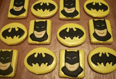 How to do royal icing transfers. Plus pretty awesome Batman cookies