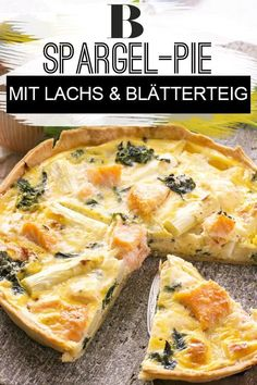 Spargel-Pie mit Lachs Asparagus pie with salmon. This asparagus pie with salmon comes in a crunchy puff pastry crust and will charm your guests in the spring. Thai Recipes, Healthy Recipes, Spaghetti Pie, Party Buffet, Crab Cakes, Asparagus, Salmon, Veggies, Food And Drink