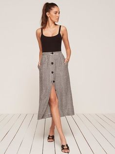 Yet another easy Ref number you probably need. This is a midi length skirt with a fitted waist, center front buttons and pockets at the side seam.