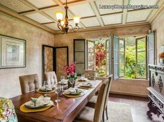 Charming dining room design