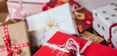 Čo kúpiť pod stromček malej slečne? Tu sú tipy na najlepšie vianočné darčeky - Akčné ženy Secret Santa, Love Gifts, Great Gifts, Diy Gifts, Holiday Gifts, Christmas Gifts, Christmas Music, Christmas Holidays, Chocolate Flowers Bouquet