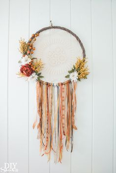 hula hoop reifen dekorieren traumfänger basteln We believe tattooing could be a method that's been used since the full time … Diy Fall Wreath, Wreath Crafts, Fall Diy, Summer Wreath, Winter Wreaths, Spring Wreaths, Wreath Ideas, Holiday Wreaths, Thanksgiving Diy