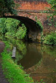 The canal at Tardebigge Pictures Of England, Reflection Photography, Exposure Time, Canal Boat, Narrowboat, England Uk, Scenery, Places To Visit, Pin Interest
