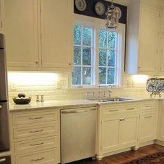 White Kitchen Backsplash... I like this backsplash.  Very simple and pretty