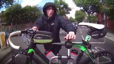 Buzz: Cazan a un ciclista tratando de robar una bicicleta de un coche en marcha   Marca.com http://www.marca.com/buzz/2017/05/23/5923b99e268e3e01168b45fa.html
