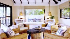 Get a Coastal-Chic Look With These 10 Décor Tips
