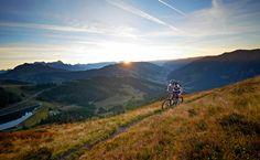 Ob kurze Strecken oder knifflige Trails, in Saalbach Hinterglemm schlagen Bikerherzen höher!   Der Bike Circus Saalbach Hinterglemm lässt mit 400 km beschilderten Bikerouten keine Wünsche offen.  www.austria.at/biken-in-saalbach