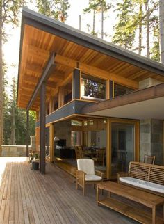 Roofing Architecture Interesting connection between the extended shed roof with fenestration. Shed Roof, House Roof, Porch Roof, Roof Top, Patio Roof, Chalet Modern, Contemporary Patio, Contemporary Building, Contemporary Cottage
