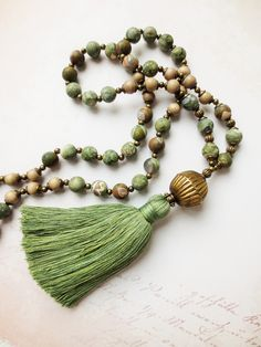 Charm- & Bettelketten - Mala Kette Ryolith Quaste grün braun Edelsteine - ein Designerstück von weibsbild bei DaWanda