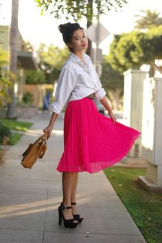 Pleated skirt, classic white button down, big belt and great platform heels- love!