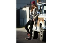 boot babe looking casual in TOMS Nepal Boots and loose comfy layers