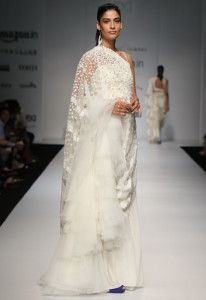 AIFW SS16: Rabani Rakha – What better way to welcome in the warm weather than with light, cream coloured sarees?  Read more: 13 Faves: Amazon Indian Fashion Week 2016 http://desi-stylebook.com/2015/10/13-faves-amazon-indian-fashion-week/