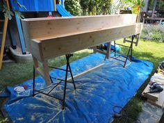 Urban Gardening: Hochbeet selber bauen – Eine Bauanleitung Outdoor Tables, Outdoor Decor, Gardening, Outdoor Furniture, Inspiration, Home Decor, Wire Mesh Screen, Gutter Garden, Biblical Inspiration