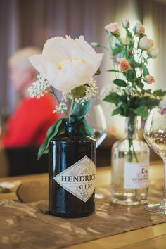 New Wedding Table Names Gin Ideas Flower Table Decorations, Garden Party Decorations, Decoration Table, Wedding Decorations, Wedding Ideas, Marquee Decoration, Centerpiece Ideas, Chic Wedding, Trendy Wedding