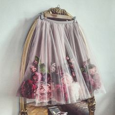 The haute couture look Yes or no ? Der Haute Couture Look ja oder nein? Flower Dresses, Pretty Dresses, Beautiful Dresses, Flower Skirt, Fall Dresses, Beautiful Flowers, Look Fashion, Womens Fashion, Fashion Design