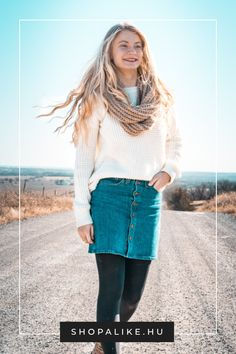 7 Formidable Family Images Woman Standing On Road Grey Joggers, White Leggings, Woman Standing, Sporty Look, College Fashion, Bikini Models, Cute Pink, Image Collection, Parka