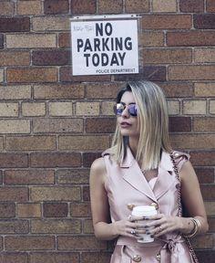 Dia lindo em NY. Entre um desfile e outro pausa para um cafezinho. Look monocromático na cor que eu amo rosa quartzo  @Fhits #fhitsny