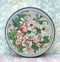 Vintage Huntley and Palmers Biscuit Tin England