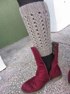 El rincón de mis labores: Calentadores de punto Crochet Boot Cuff Pattern, Knitted Boot Cuffs, Knit Leg Warmers, Crochet Boots, Loom Knitting, Baby Knitting, Knitting Patterns, Crochet Patterns, Crochet Carpet
